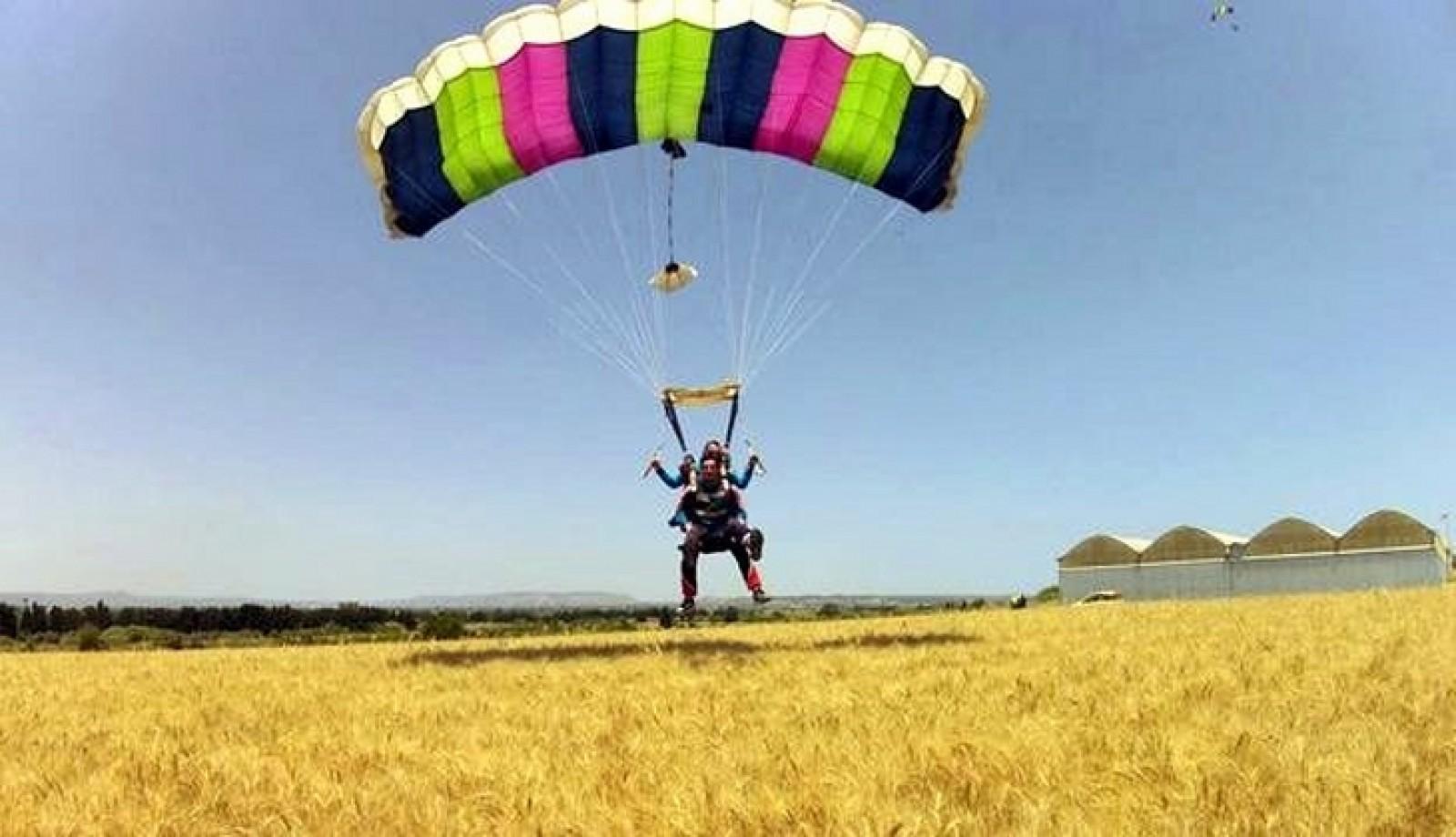 Due idee per volare: paracadute e parapendio