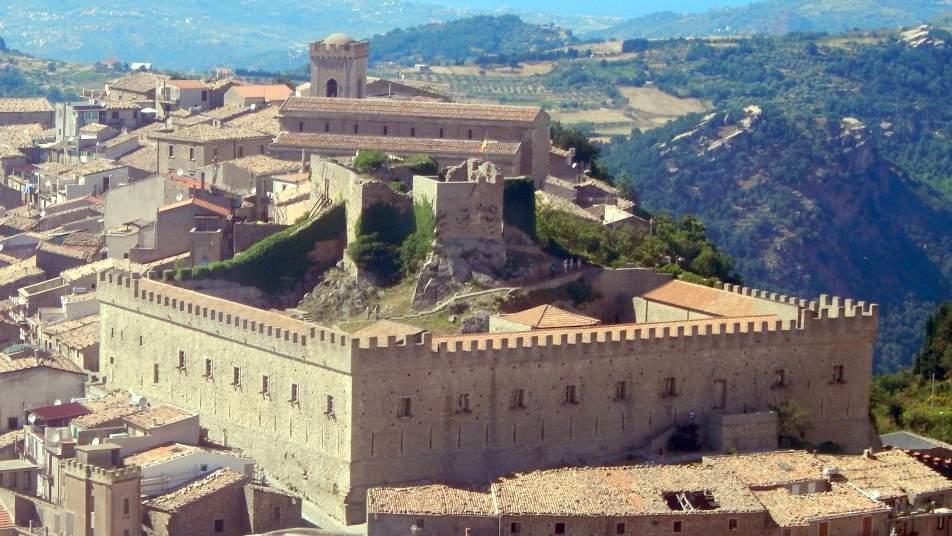 castelli in sicilia: Montalbano Elicona
