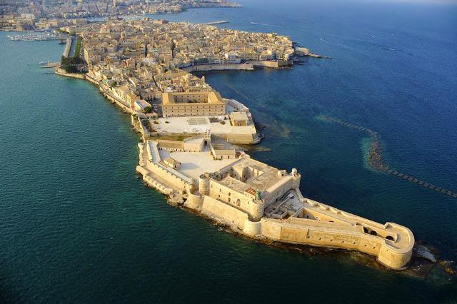 castelli in sicilia: Castello Maniace a Siracusa