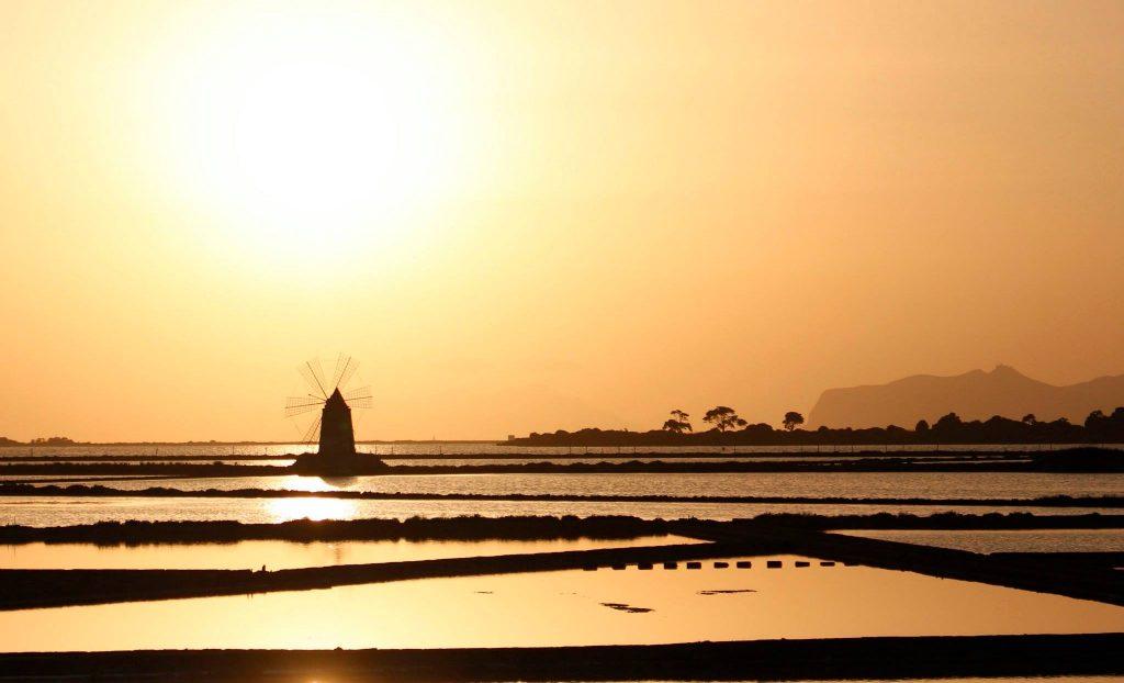 cosa fare in sicilia: saline di Marsala al tramonto