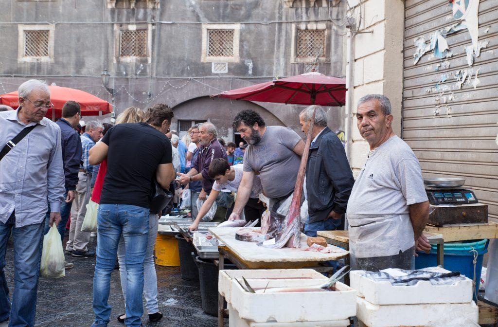 cosa fare in sicilia: pescheria di Catania