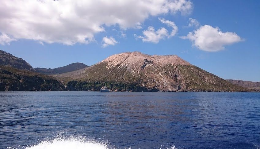 Tour Isole Eolie in giornata - noleggio yacht eolie