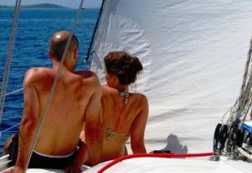 Cena e penottamento per 2 persone in barca a vela a Palermo