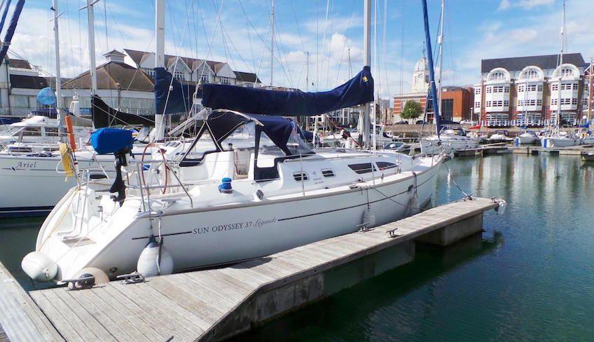 noleggio barca a vela eolie - crociera barca a vela sicilia