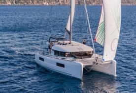 noleggio catamarano isole eolie vacanze in barca a vela eolie isole eolie in barca a vela